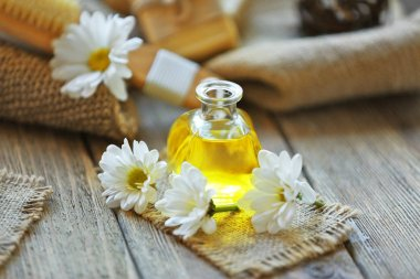 Aroma oil and daisy flowers