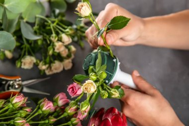 hands making beautiful bouquet
