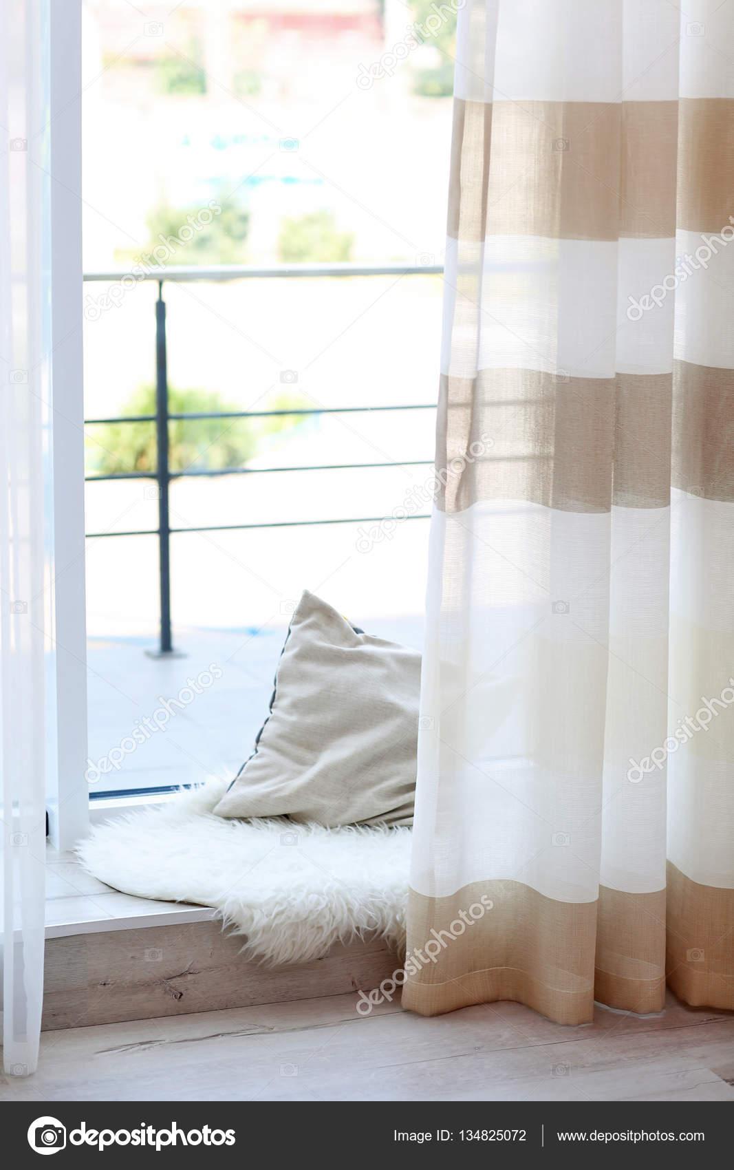 Gestreepte gordijnen en lage vensterbank — Stockfoto © belchonock ...