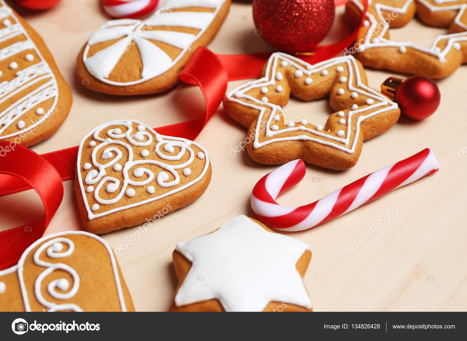 Leckere Lebkuchen Und Weihnachts Dekor Stockfoto C Belchonock