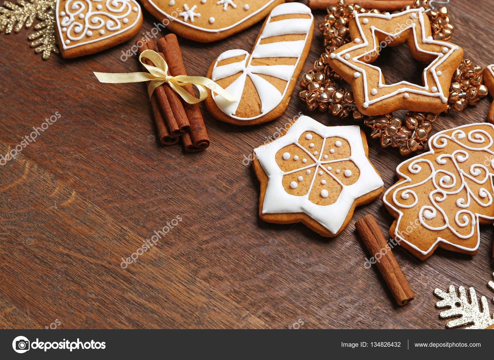 Lebkuchen Und Weihnachts Dekor Stockfoto C Belchonock 134826432