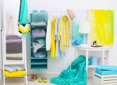 Photo Fashionable clothes hanging on rack