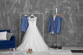 Ženich a nevěsta šaty oblek