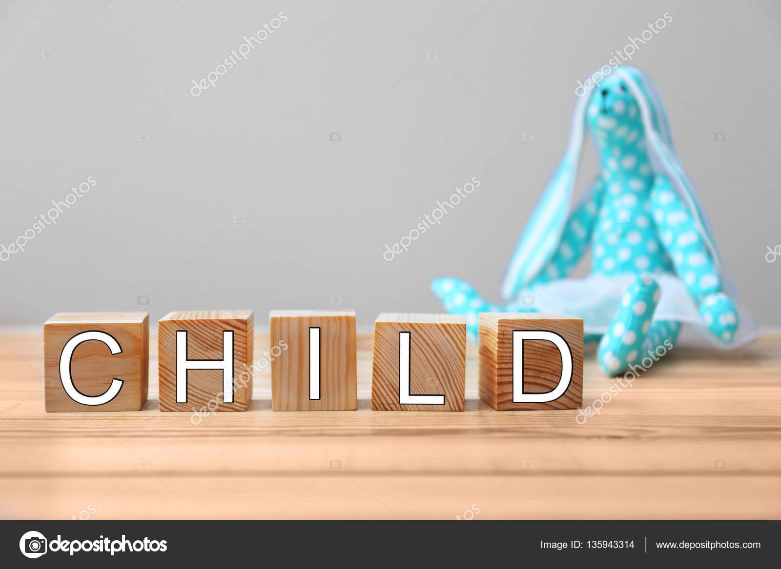 Kast Houten Kubussen : Houten kubussen en speelgoed haas u2014 stockfoto © belchonock #135943314