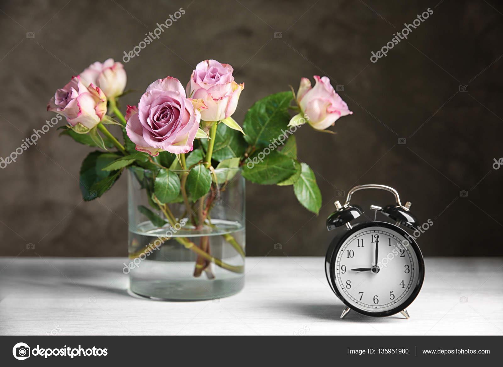 5 Mooie Vazen : Glazen vaas met een boeket u2014 stockfoto © belchonock #135951980