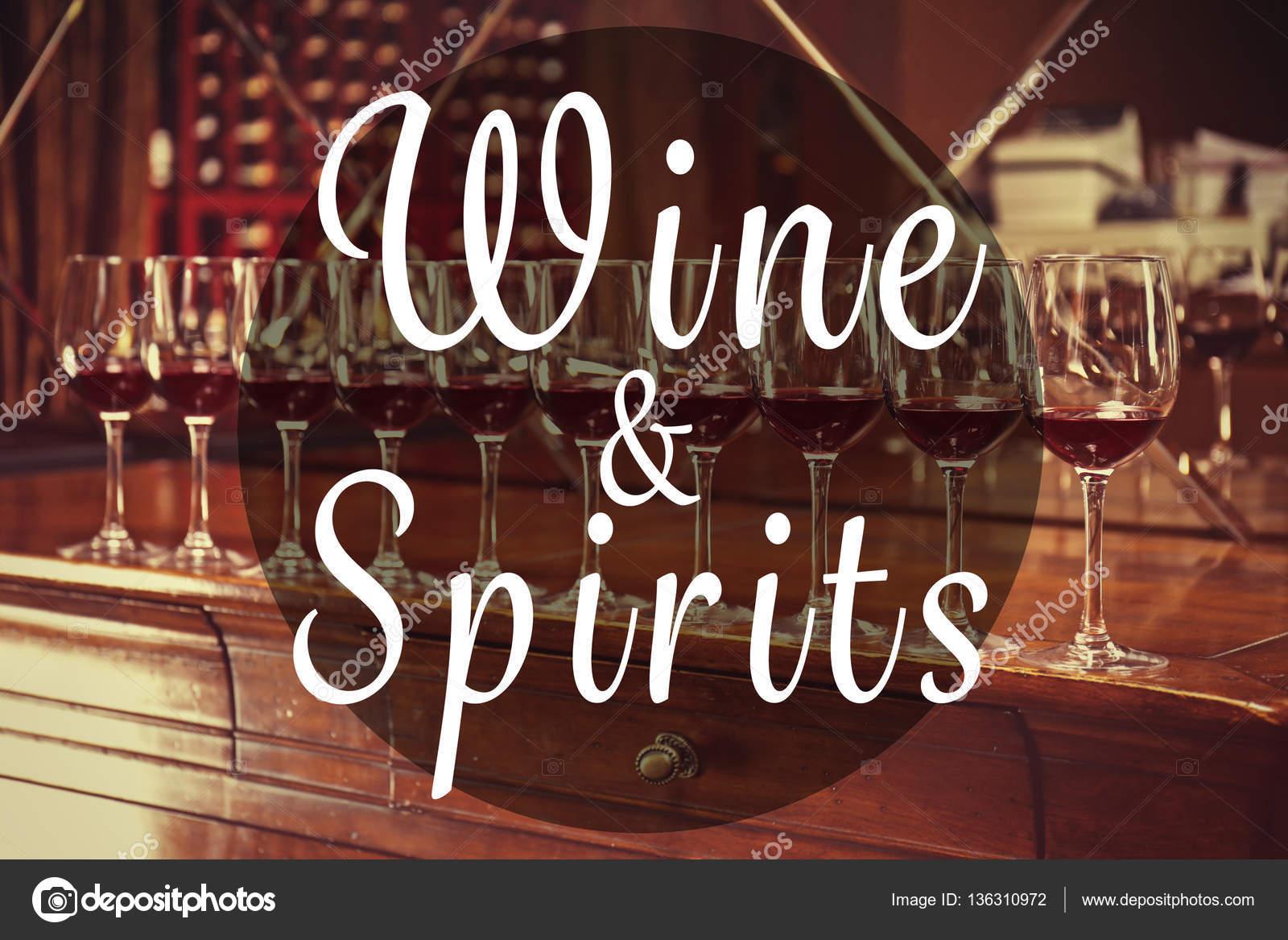 Text-Wein und Spirituosen auf Hintergrund — Stockfoto © belchonock ...
