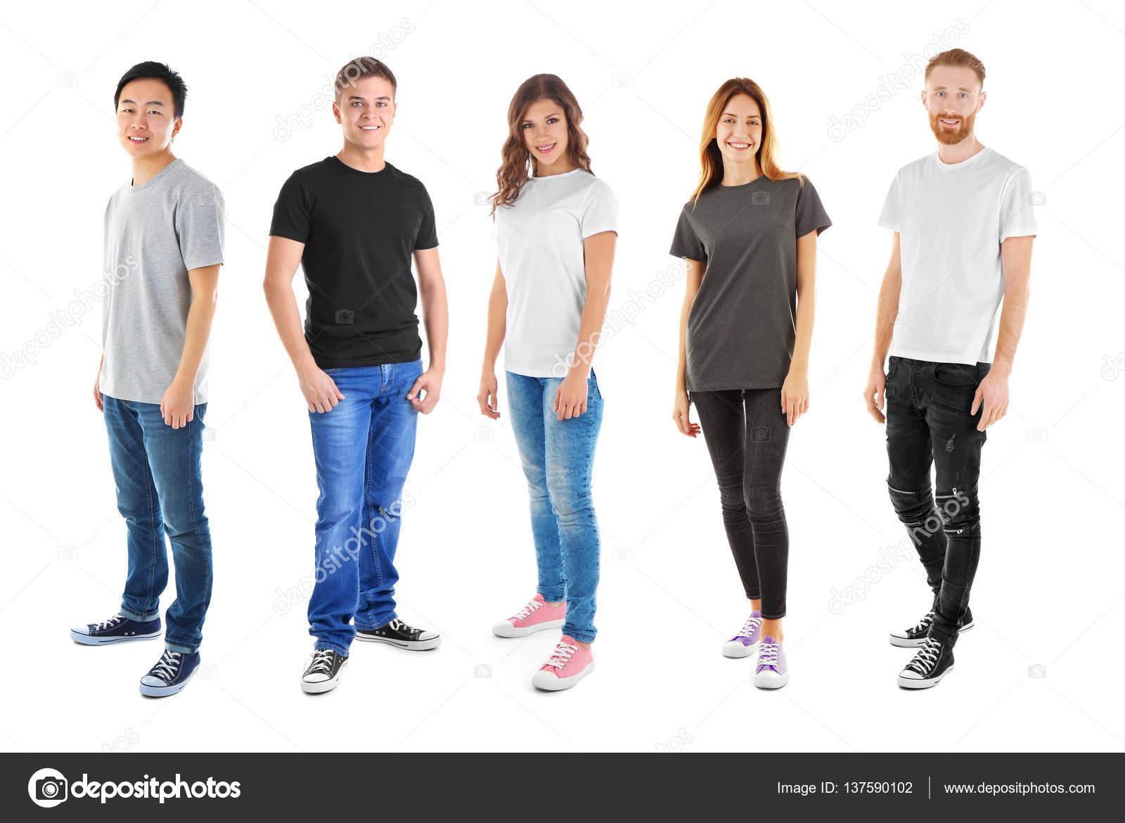 4584b1d780 Młodzi Ludzie Sobie Różne Koszulki Białym Tle — Zdjęcie stockowe ...