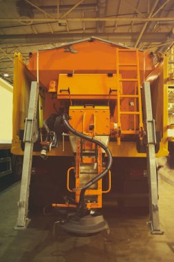 machine for cleaning roads