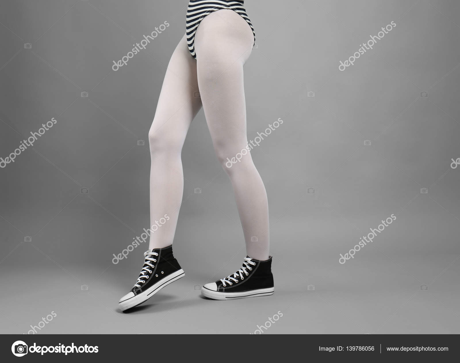 Donna in collant bianchi e scarpe da ginnastica </p>                     </div>   <!--bof Product URL --> <!--eof Product URL --> <!--bof Quantity Discounts table --> <!--eof Quantity Discounts table --> </div>                        </dd> <dt class=