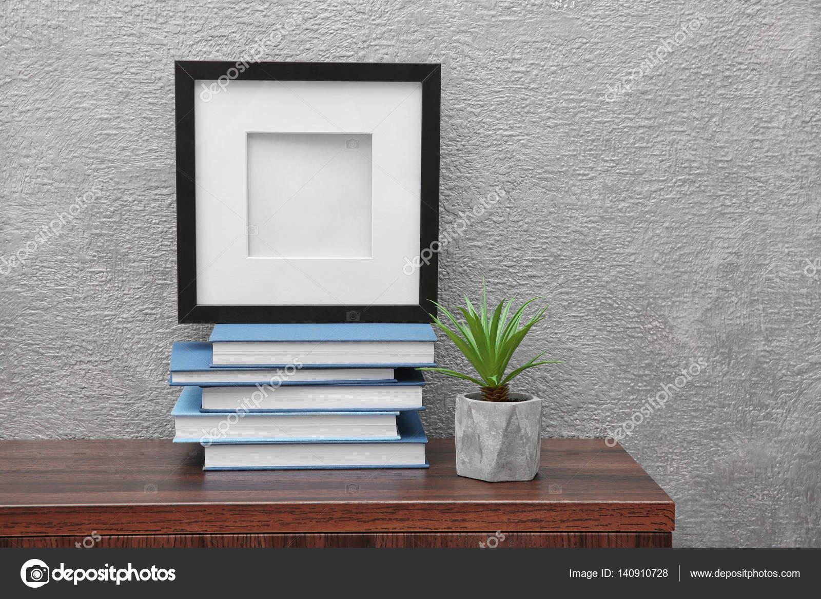 Neue Bücher mit Raumdekor — Stockfoto © belchonock #140910728