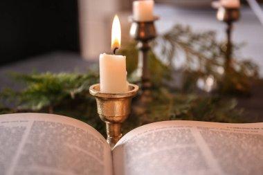 Masada açık İncil