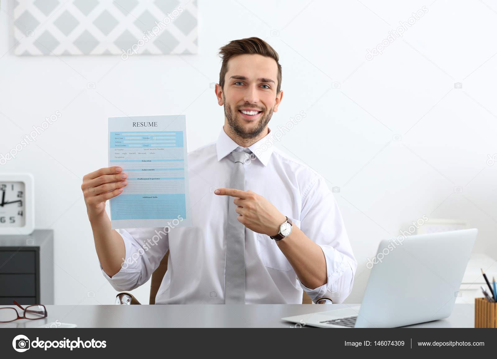 HR Manager Durchführung von Job-interview — Stockfoto © belchonock ...