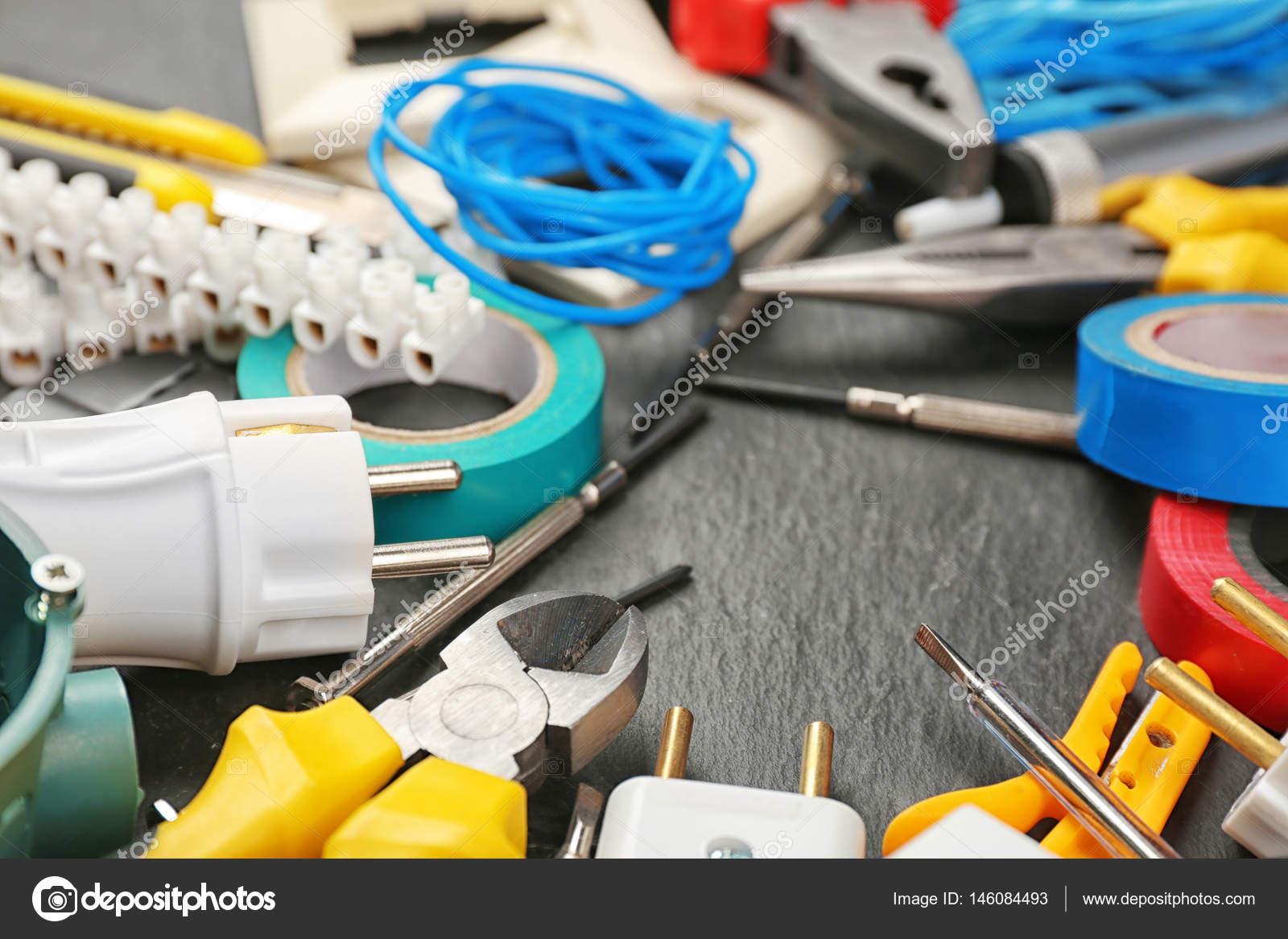 Banco Da Lavoro Per Elettricisti : Utensili per elettricisti diversi u2014 foto stock © belchonock #146084493