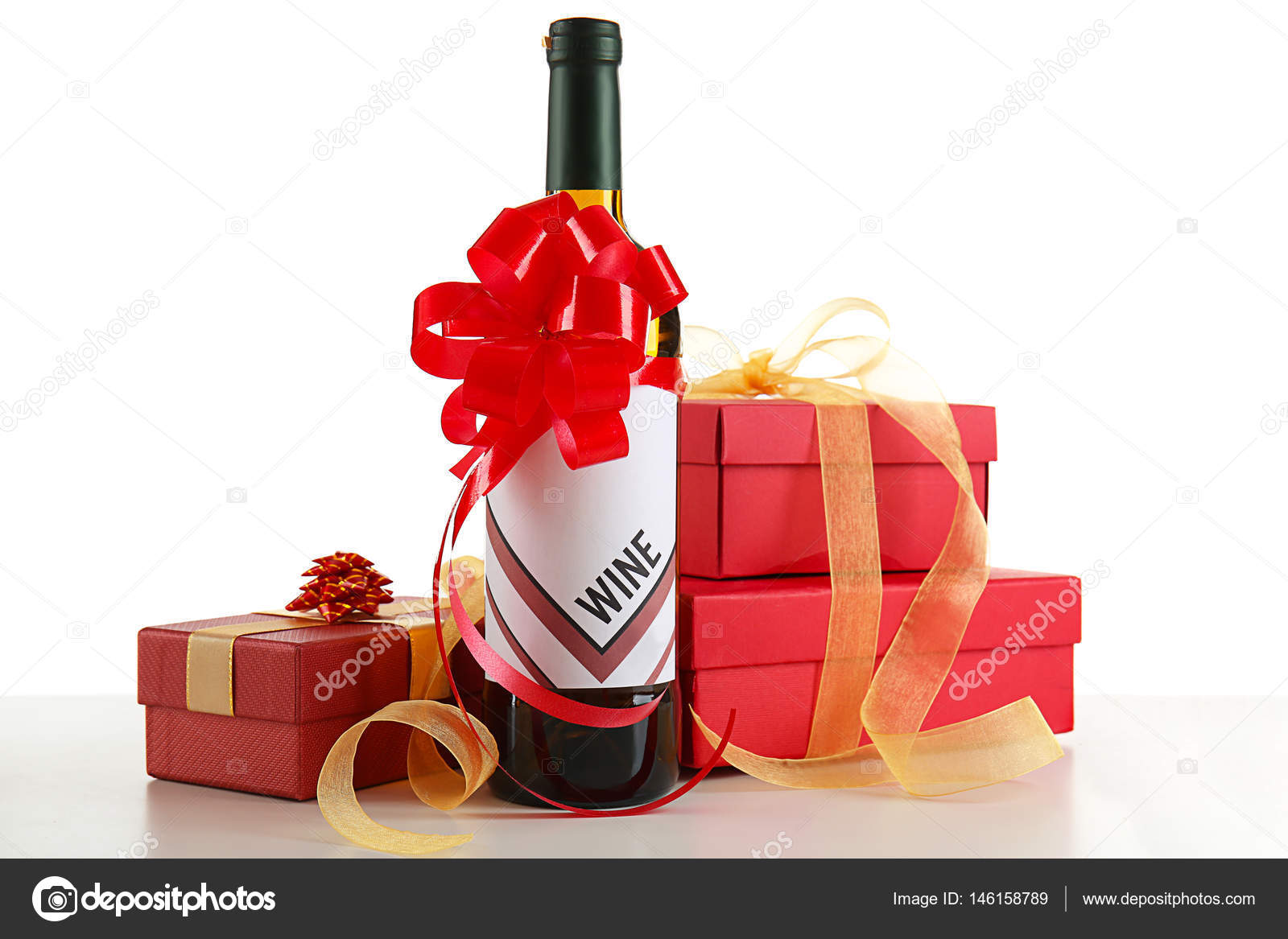 Dekorierte Wein Flasche Und Geschenk Boxen Stockfoto C Belchonock