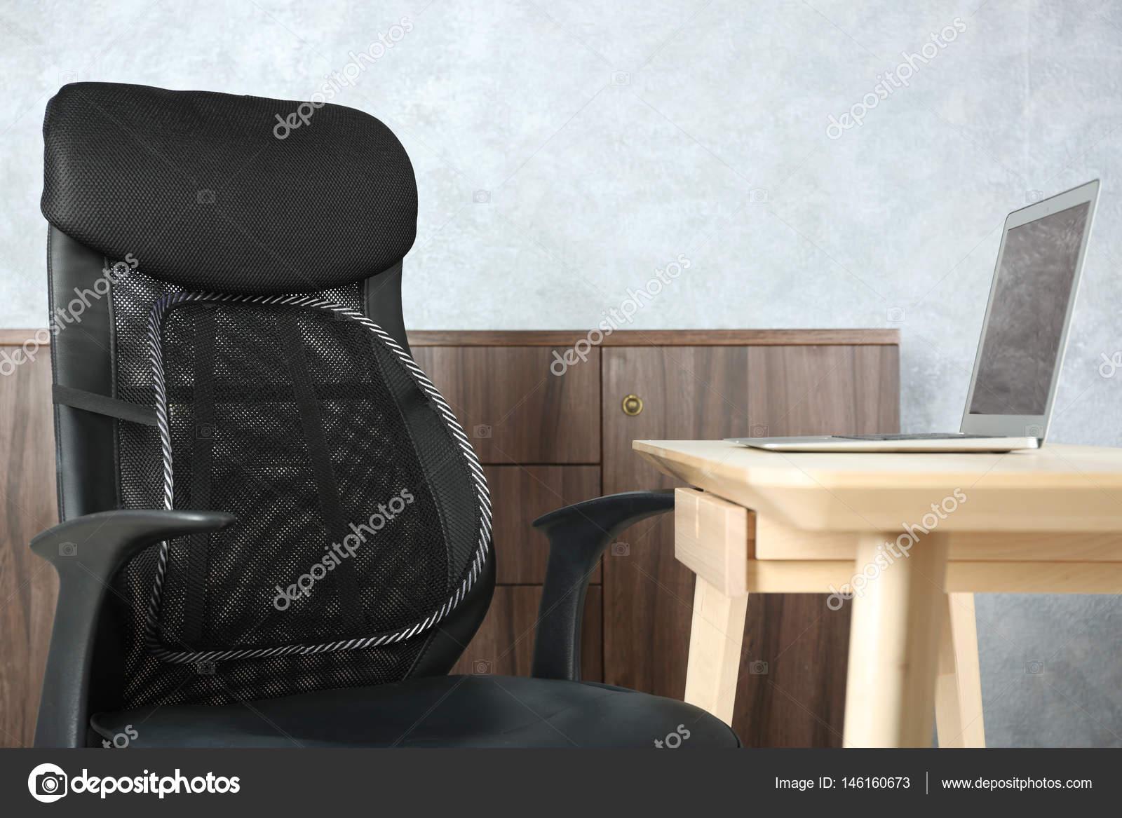 Gaas Het Interieur : Bureaustoel met gaas voor rugondersteuning u2014 stockfoto © belchonock
