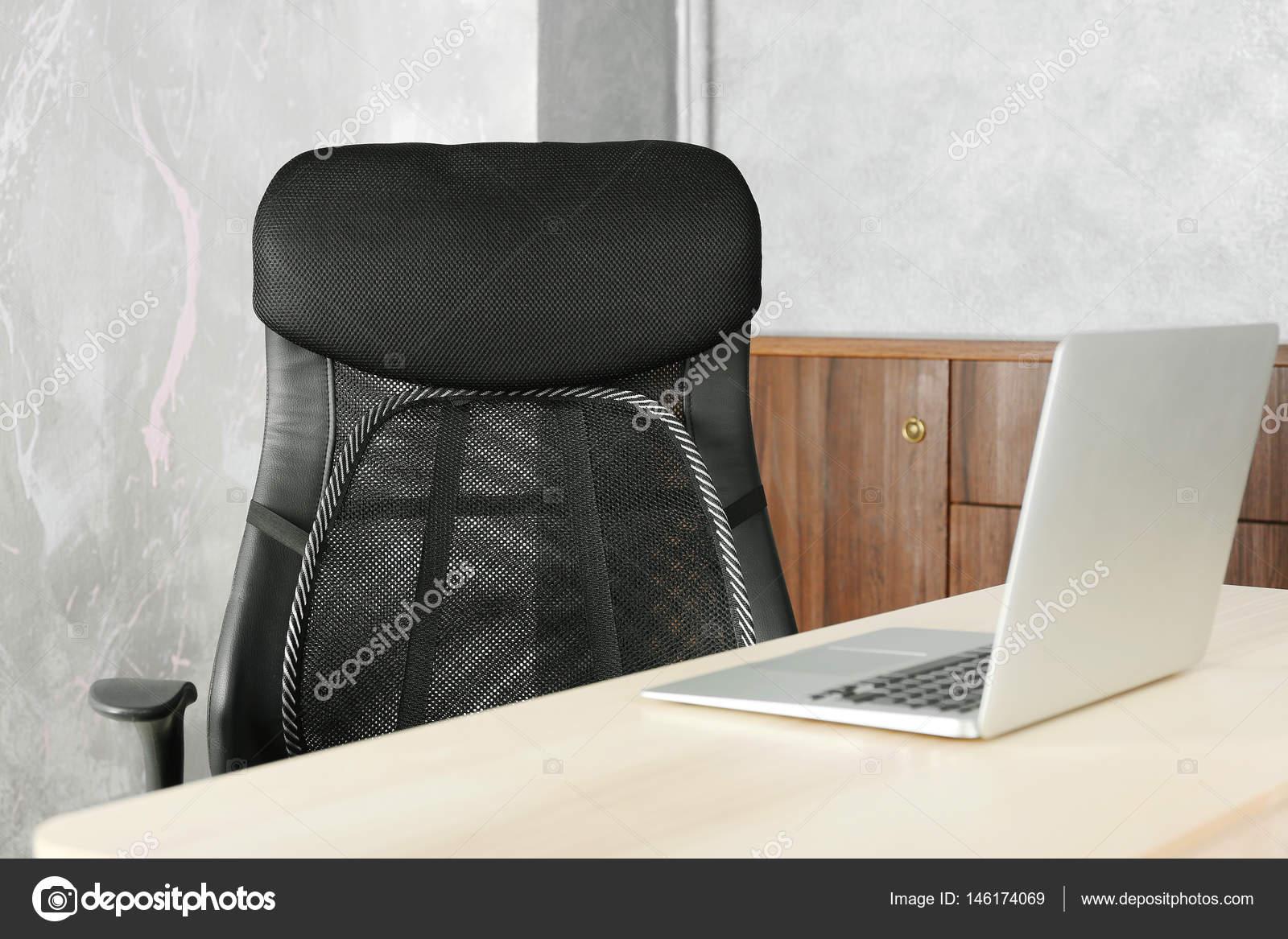 Gaas Het Interieur : Bureaustoel met gaas voor rugondersteuning u stockfoto