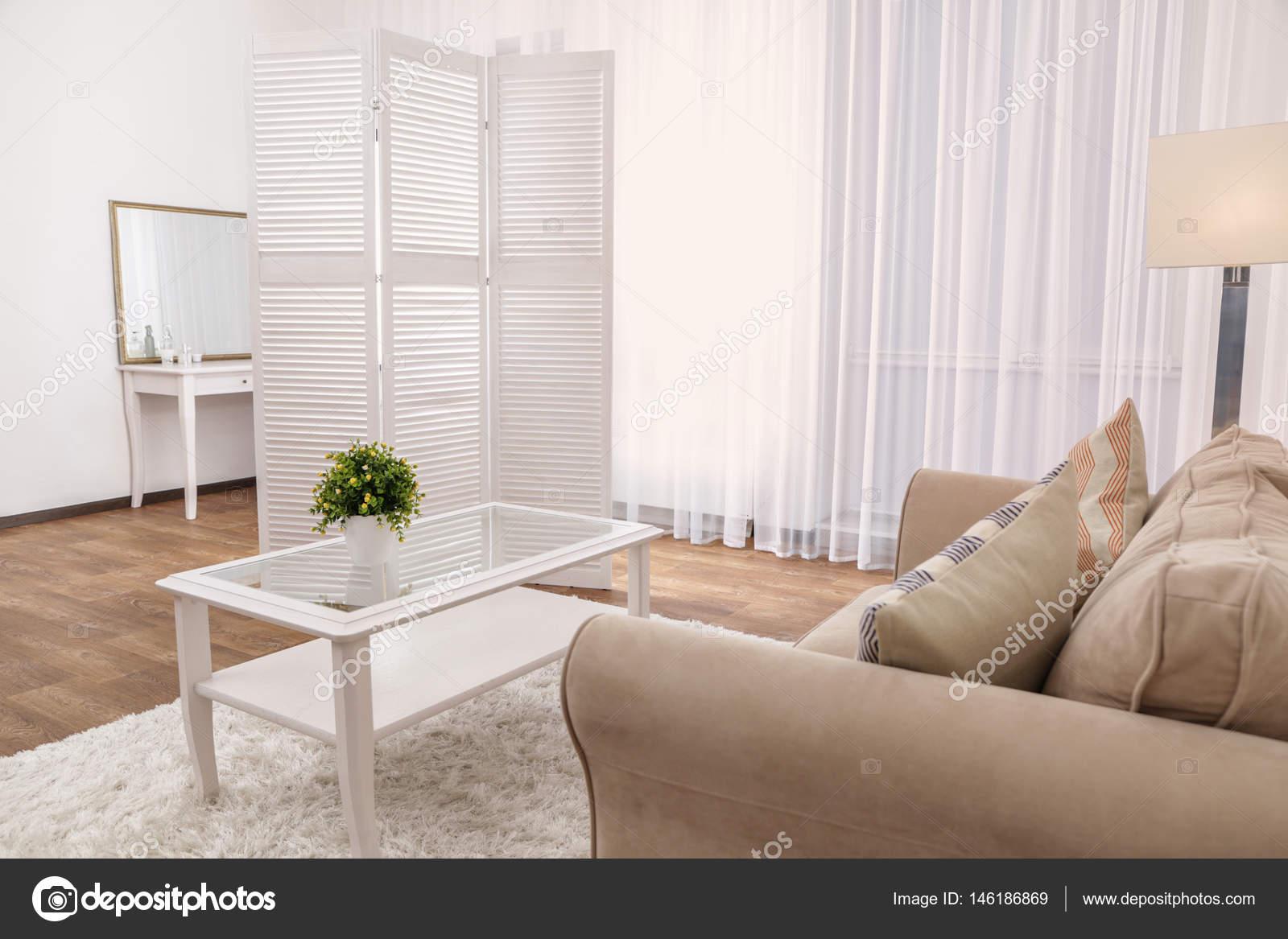 https://st3.depositphotos.com/1177973/14618/i/1600/depositphotos_146186869-stockafbeelding-interieur-van-de-prachtige-woonkamer.jpg