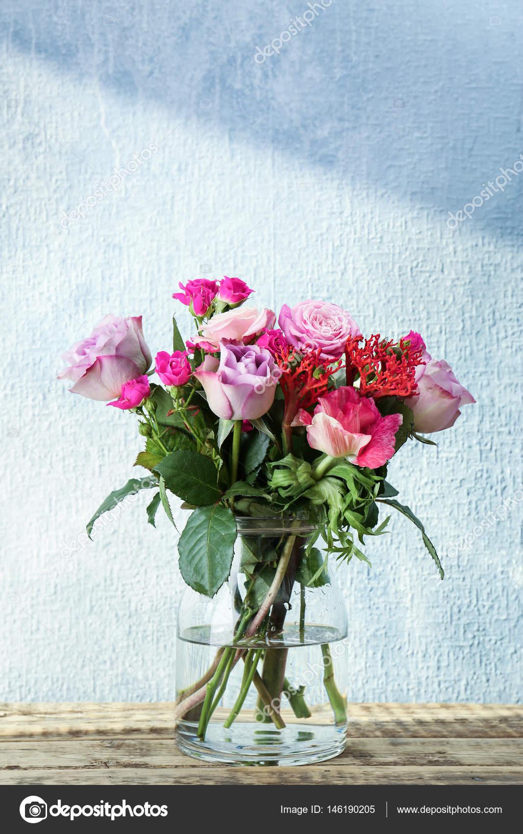 Mazzo Di Fiori In Vaso.Glass Vase With Beautiful Bouquet Of Flowers Stock Photo