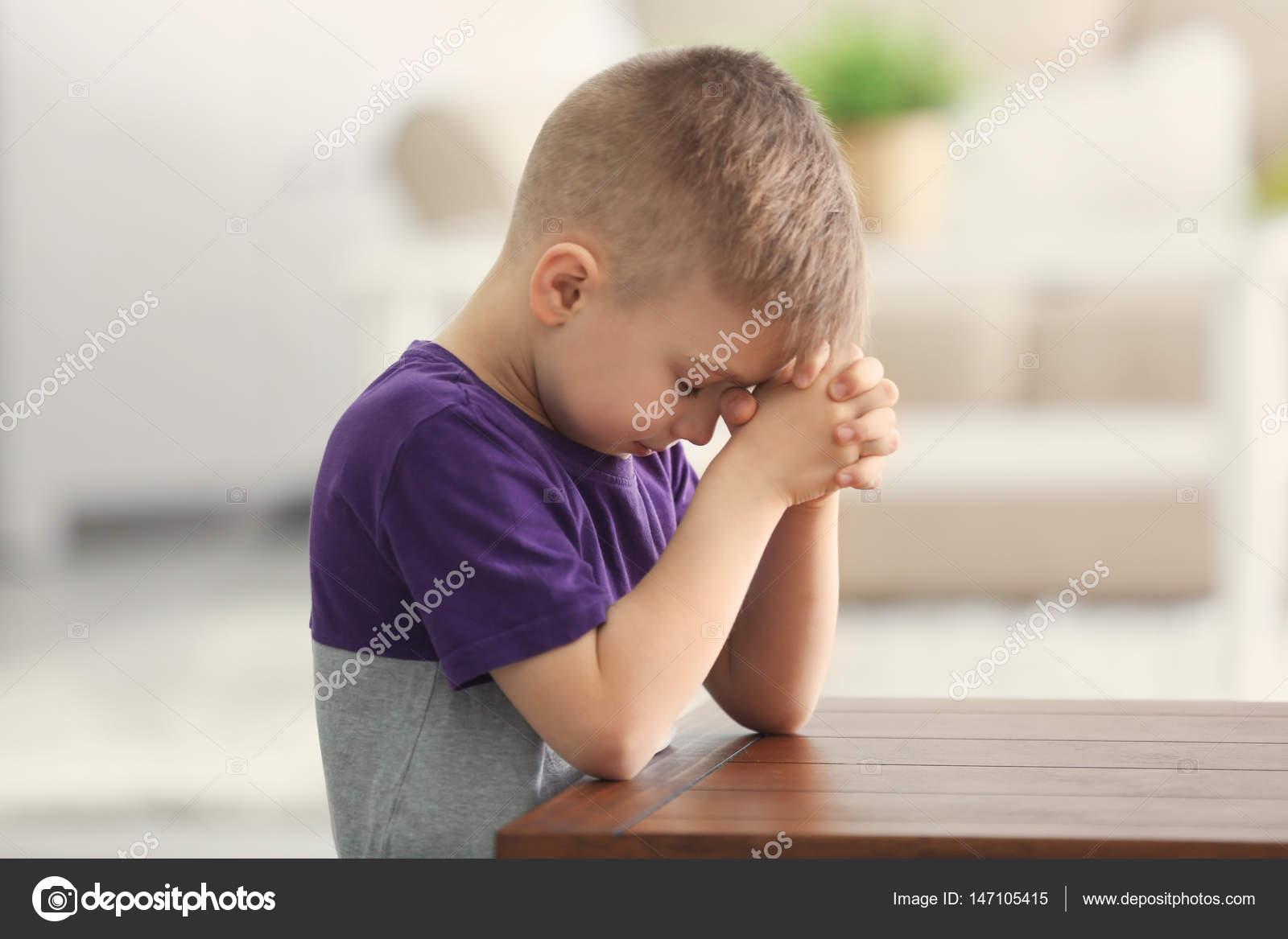 Imágenes: Un Niño Rezando