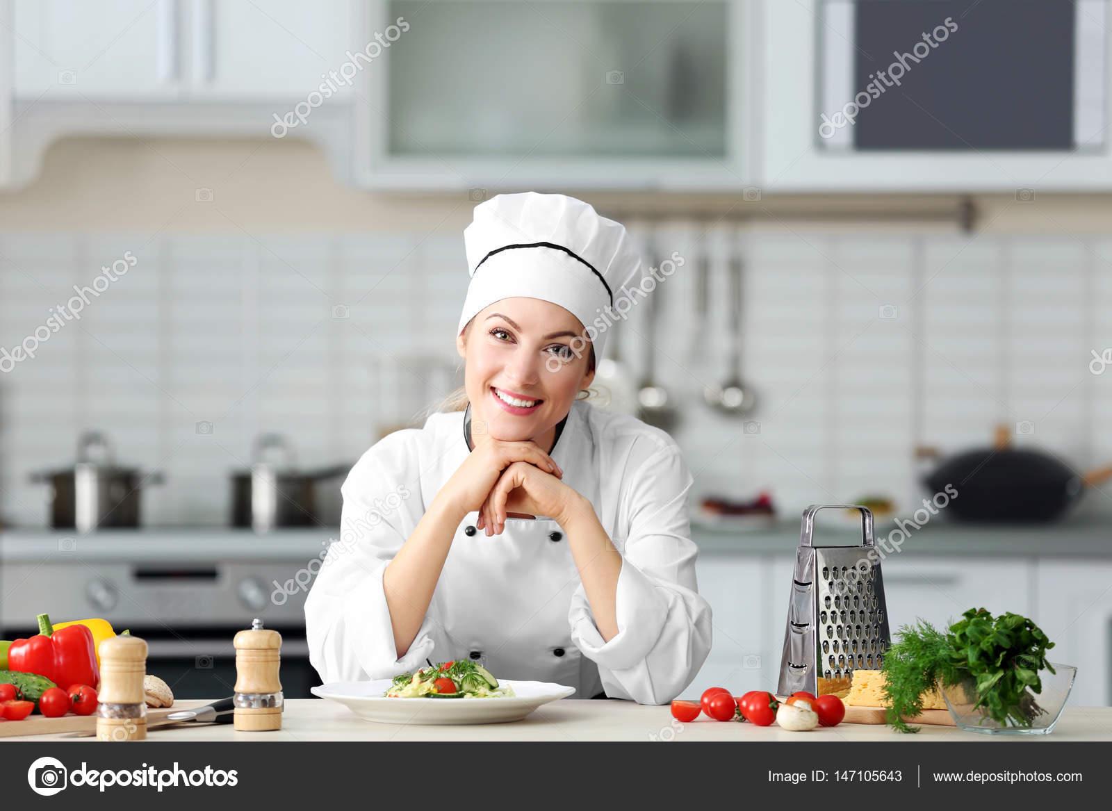 Delightful Joven Mujer Chef En Cocina U2014 Foto De Stock