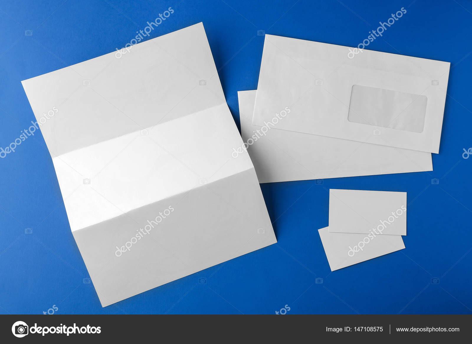 Brochure Blanc Enveloppe Et La Carte De Fond Bleu Image Belchonock