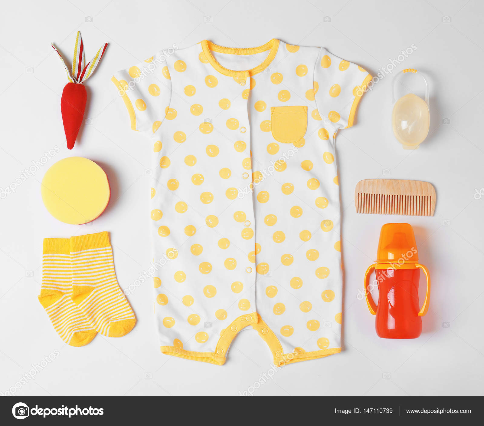 Baby clothes and accessories — Stock © belchonock