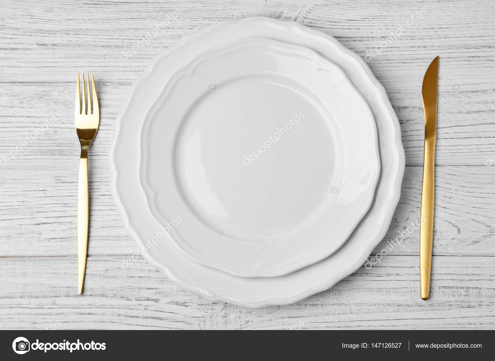 Cuchillo tenedor y plato vac o foto de stock for Plato tenedor y cuchillo