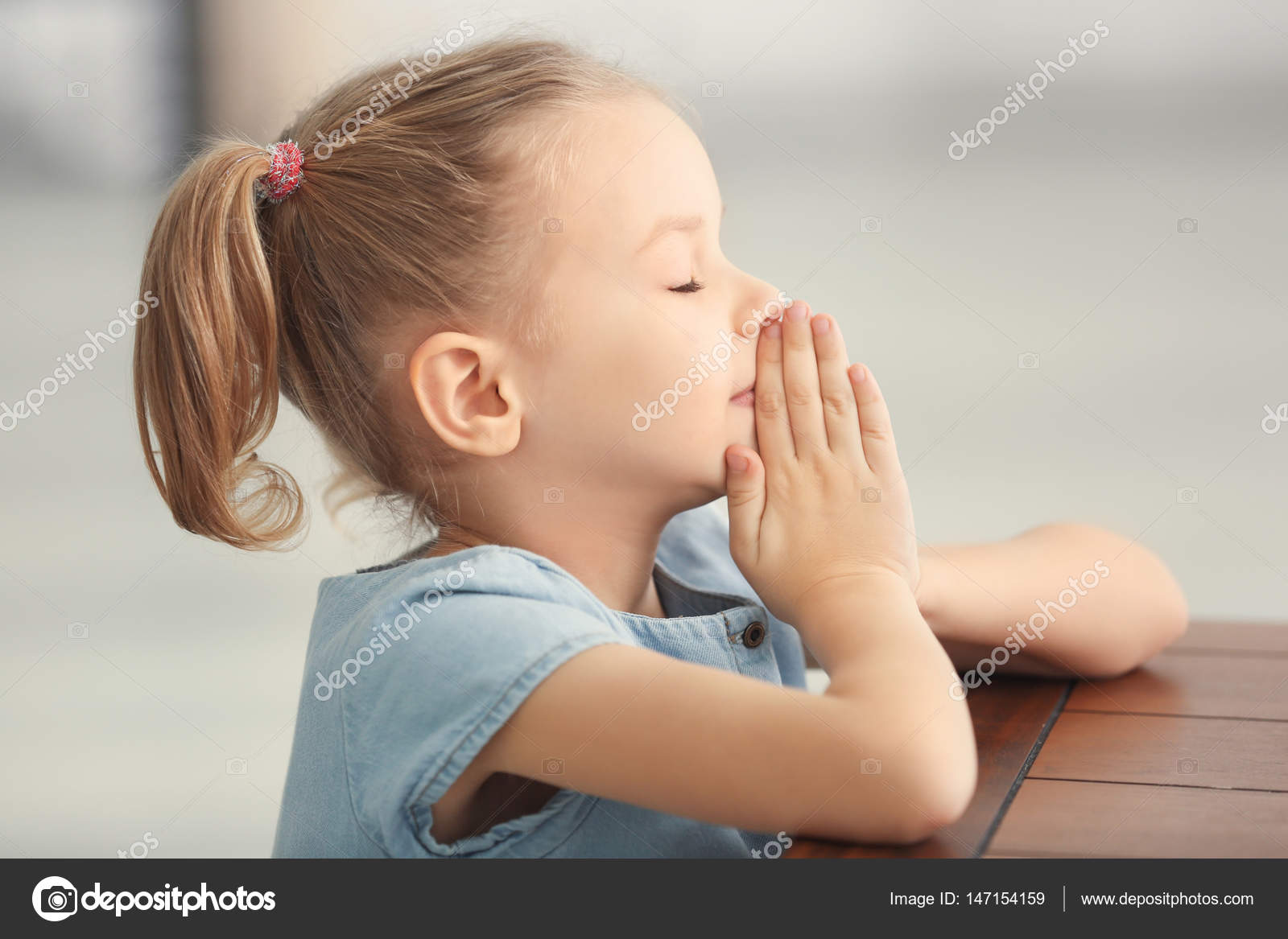 Little Girl Praying Stock Photo Belchonock 147154159
