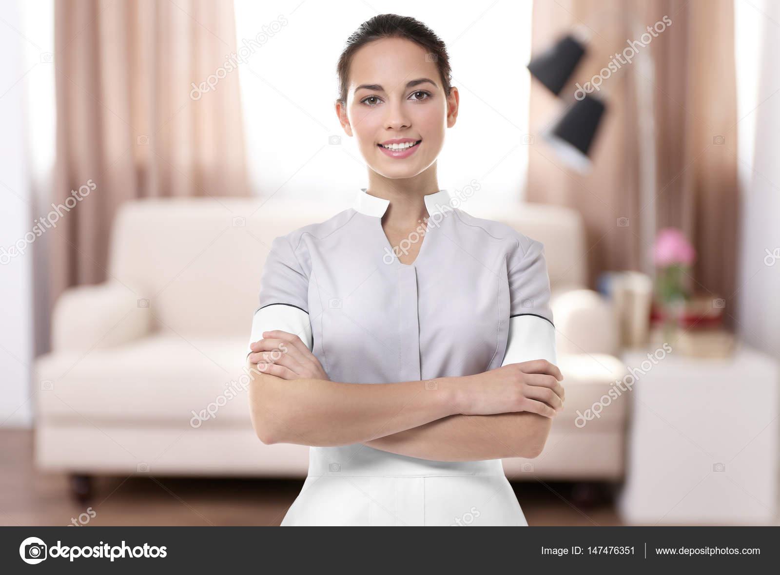 Горничную в гостинной видео