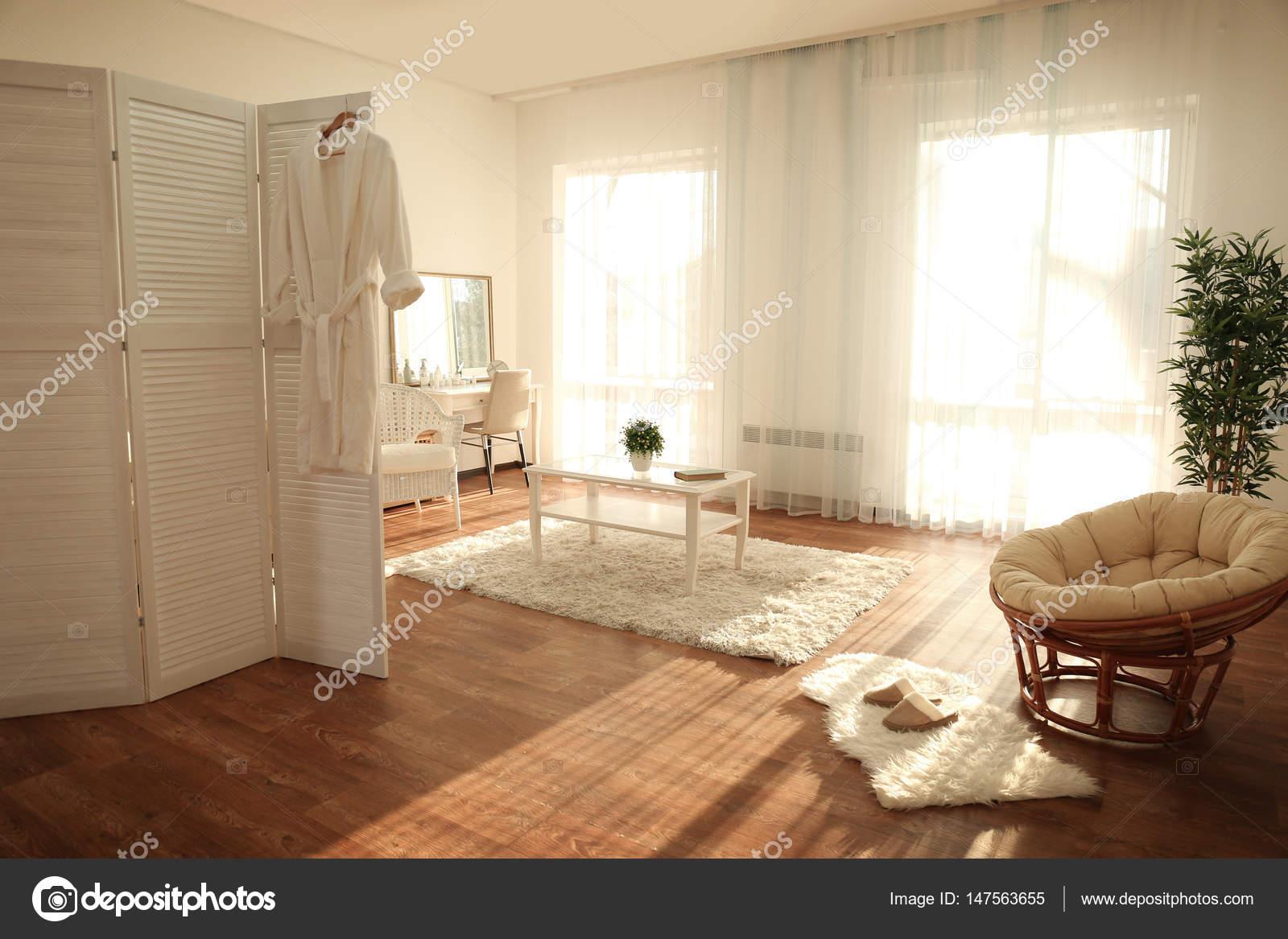 Schöne moderne Zimmer — Stockfoto © belchonock #147563655