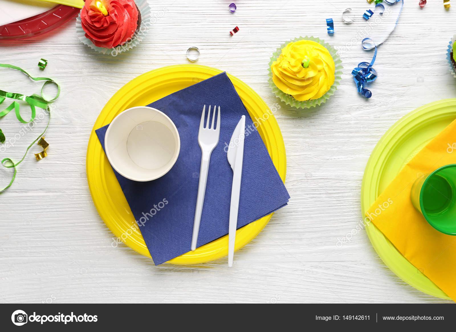 Platten Mit Geburtstag Cupcakes Und Tassen Stockfoto C Belchonock