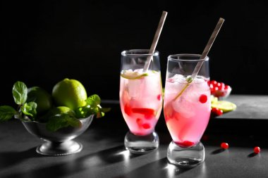 Refreshing cocktails with cranberry