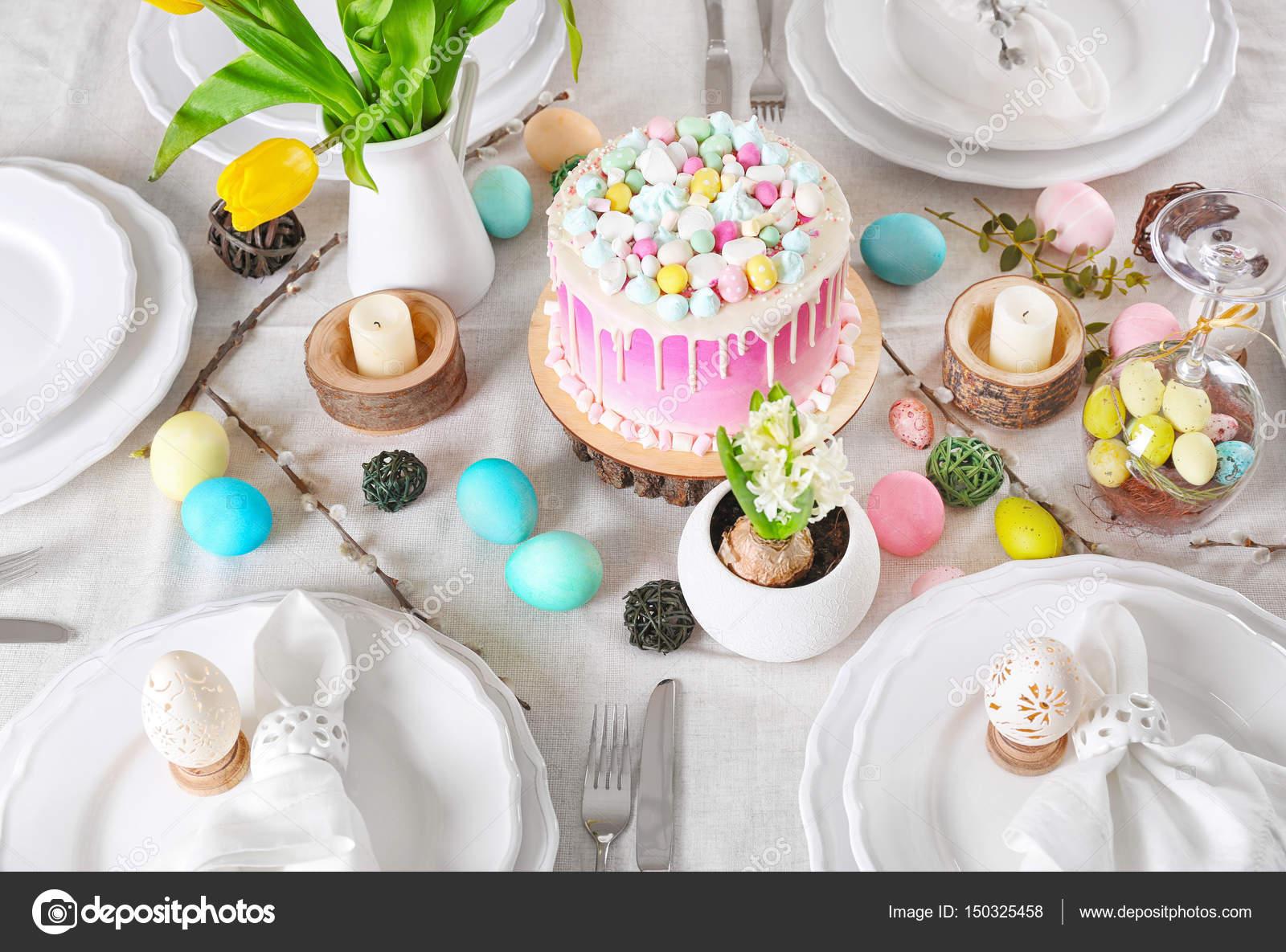 Schone Kuchen Und Ostern Dekoration Stockfoto C Belchonock 150325458