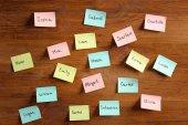 Fotografia Autoadesivi di carta con nomi diversi