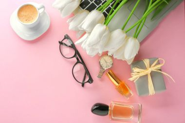 Composition of flowers, cosmetics and accessories