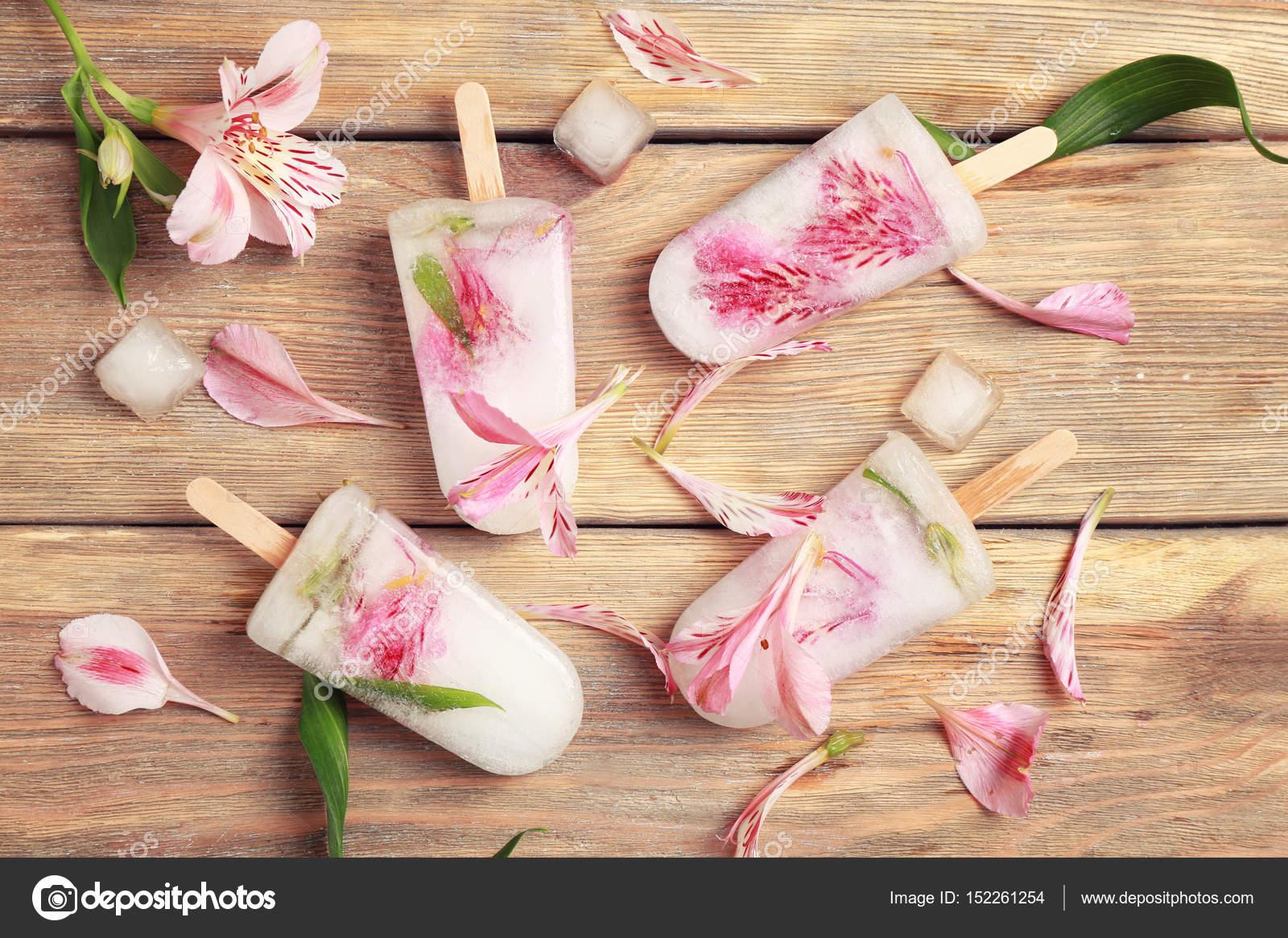 Pops Glaces Avec Des Fleurs Photographie Belchonock C 152261254