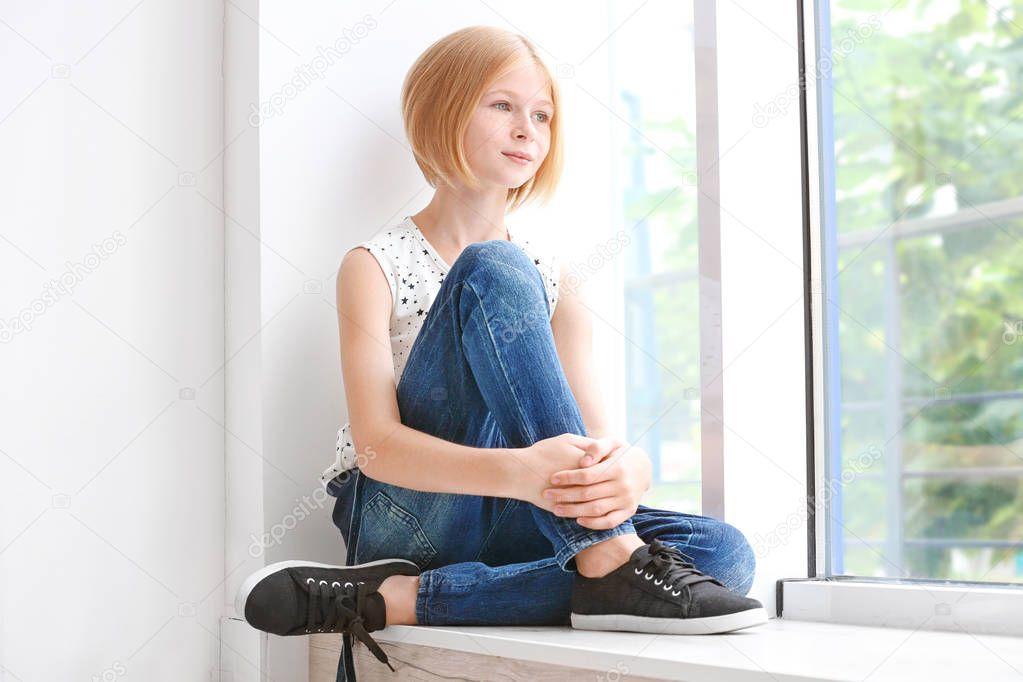Süße Teenager-Mädchen — Stockfoto © belchonock #152953048