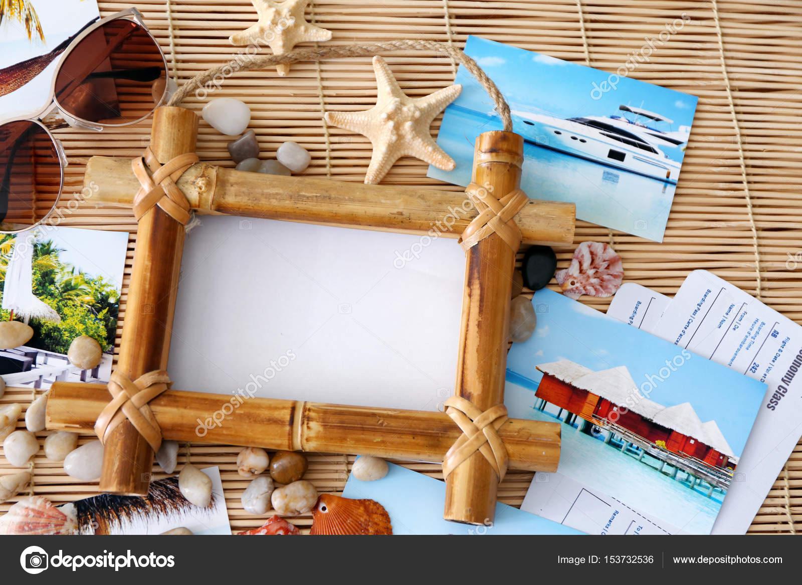 Concepto de viaje. Composición con marco de fotos en fondo de estera ...