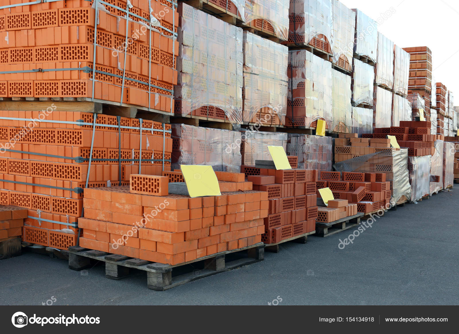 bccd0132343d Τούβλα για χονδρική πώληση — Φωτογραφία Αρχείου © belchonock #154134918