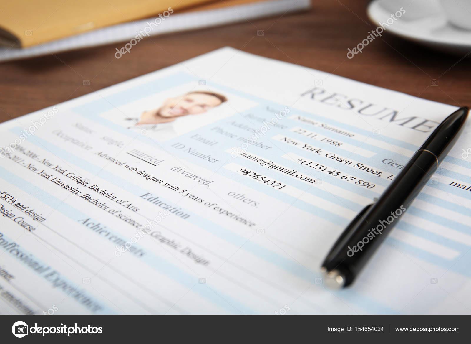 lebenslauf formular auf tisch nahaufnahme foto von belchonock - Lebenslauf Formular