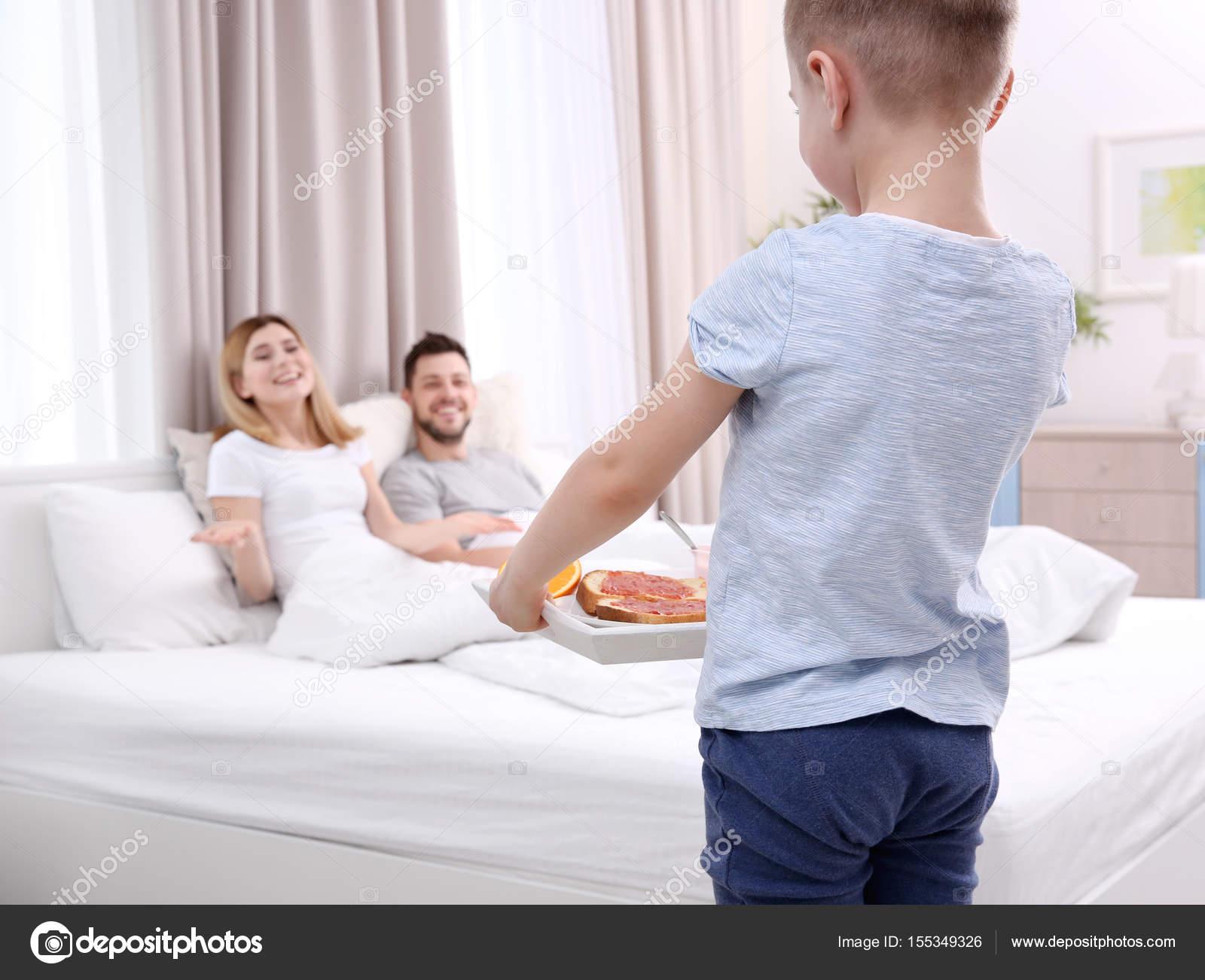 Сын наблюдает за сексом родителей, Подсмотрел за сексом родителей -видео. Смотреть 20 фотография