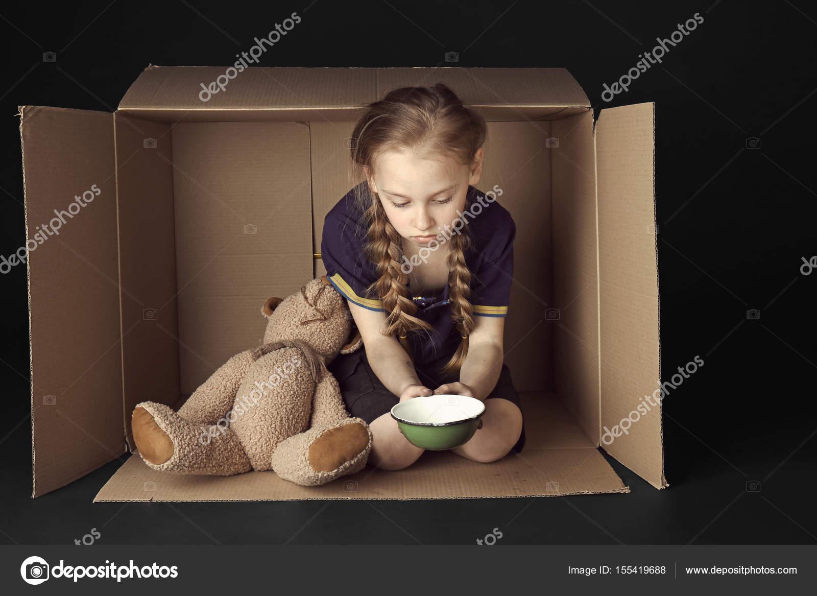 Armes Kleines Mädchen