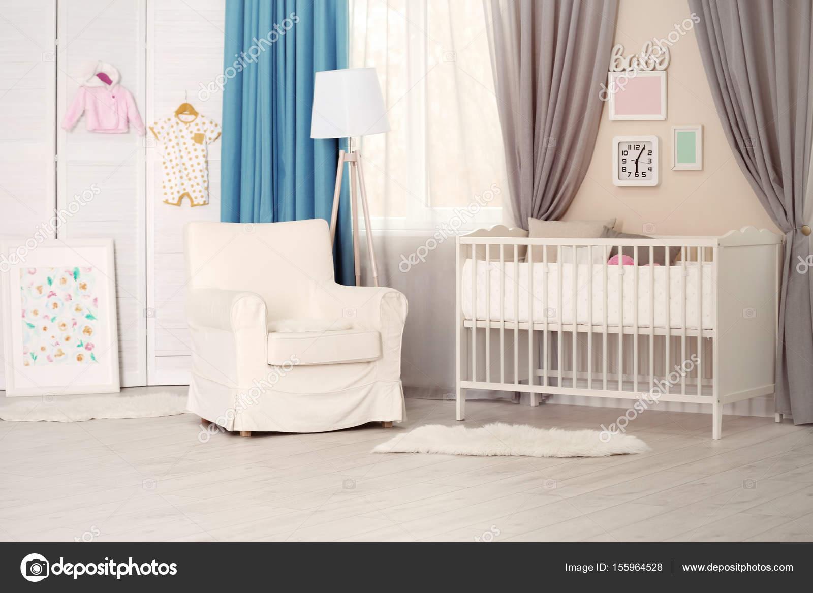 interieur van de kamer licht gezellige baby stockfoto