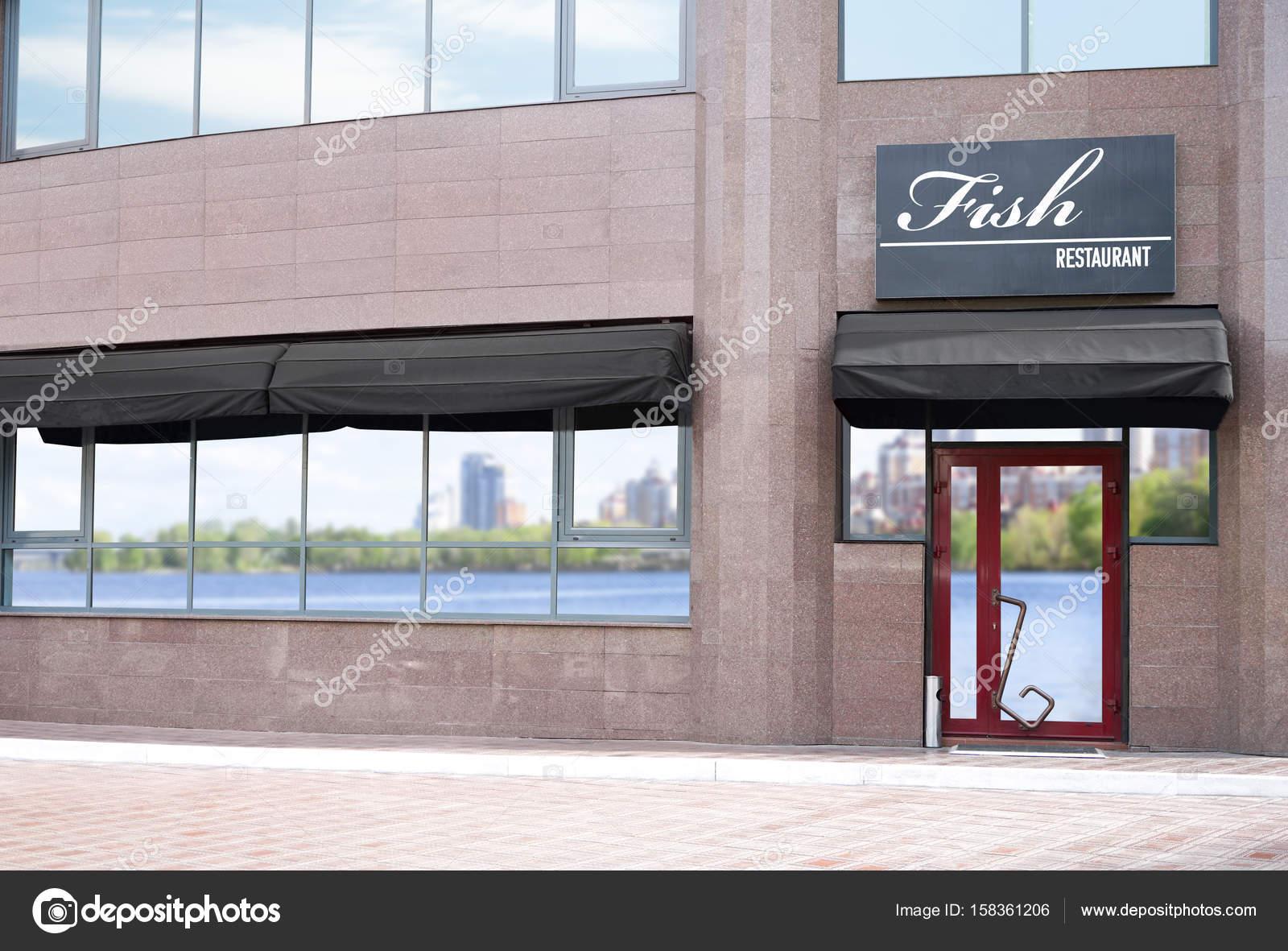 Design moderne de l\'extérieur du restaurant poissons — Photographie ...