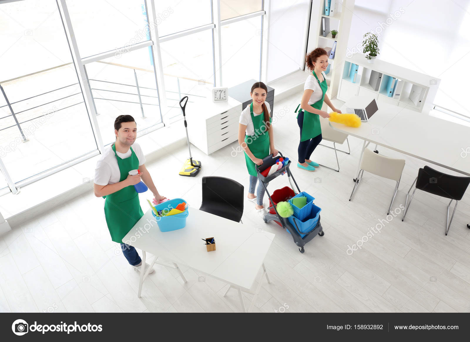 Équipe de service nettoyage bureau u photographie belchonock
