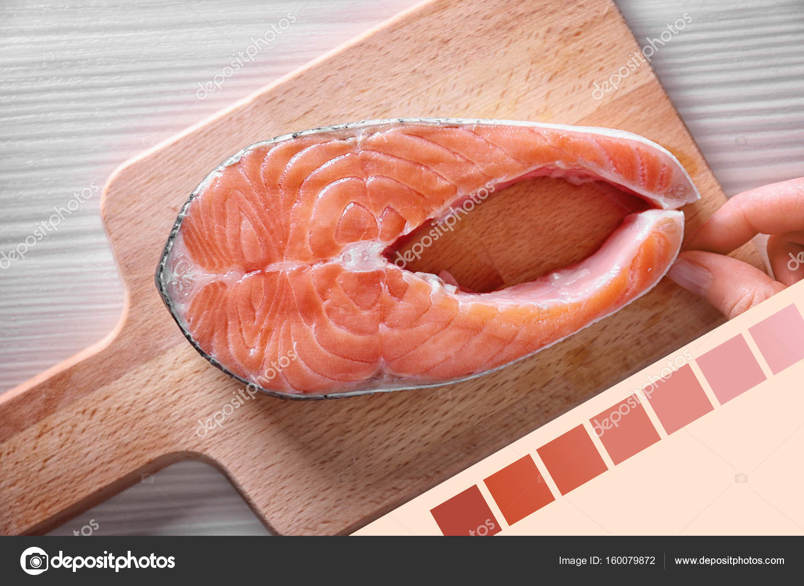Salmon color lineal and fish steak — Stock Photo © belchonock #160079872