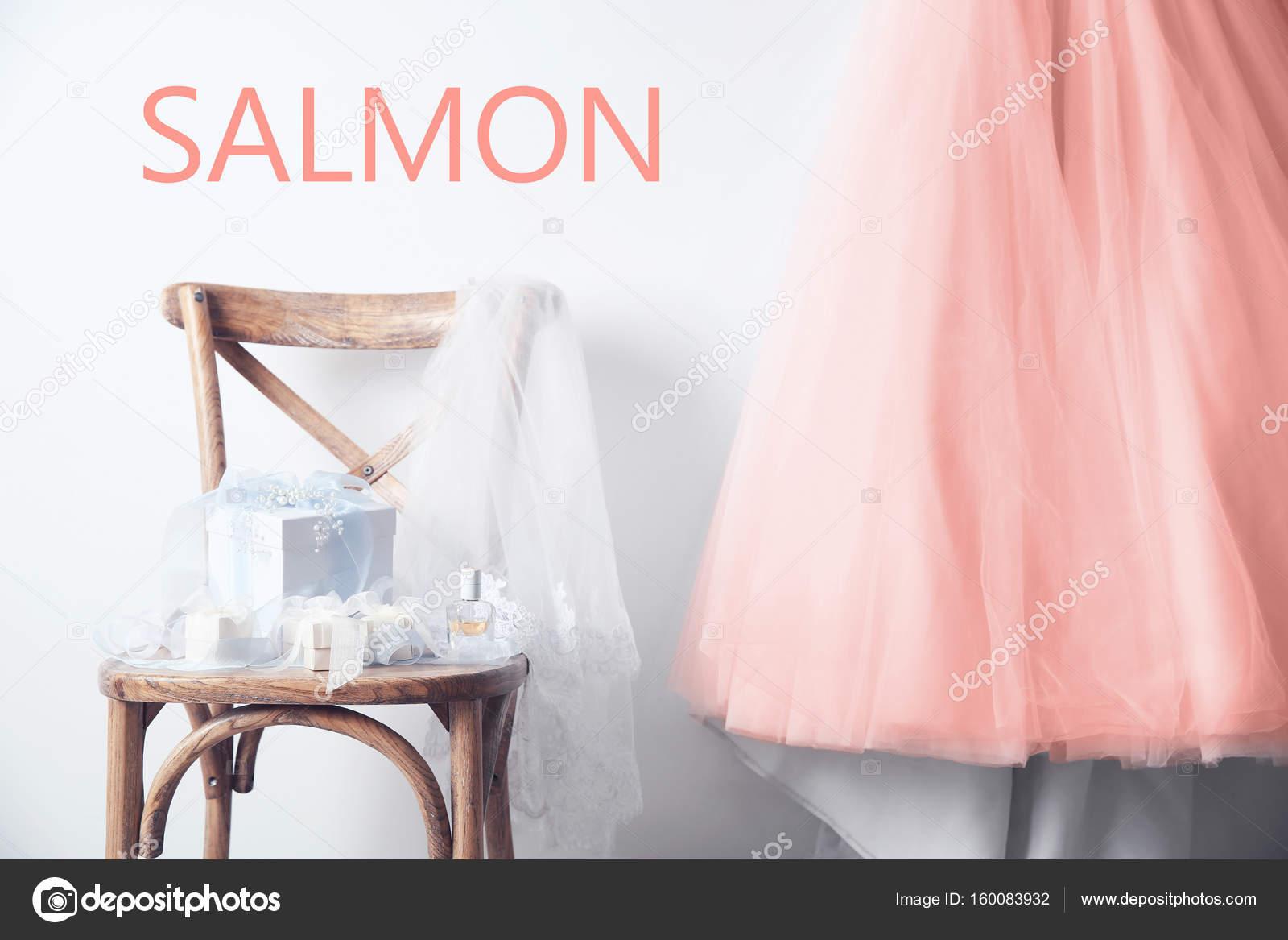 Hochzeitskleid von Lachs Farbe — Stockfoto © belchonock #160083932