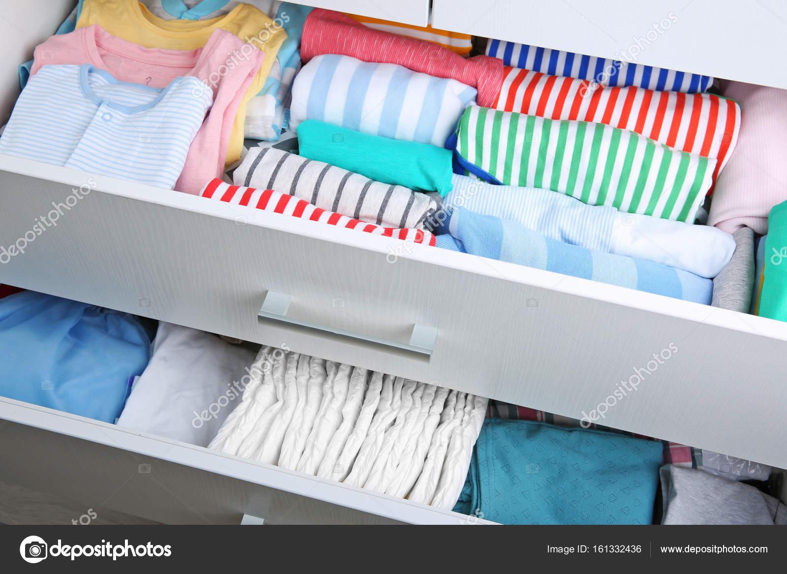 Entzückend Kommode Kleidung Foto Von Mit — Stockfoto