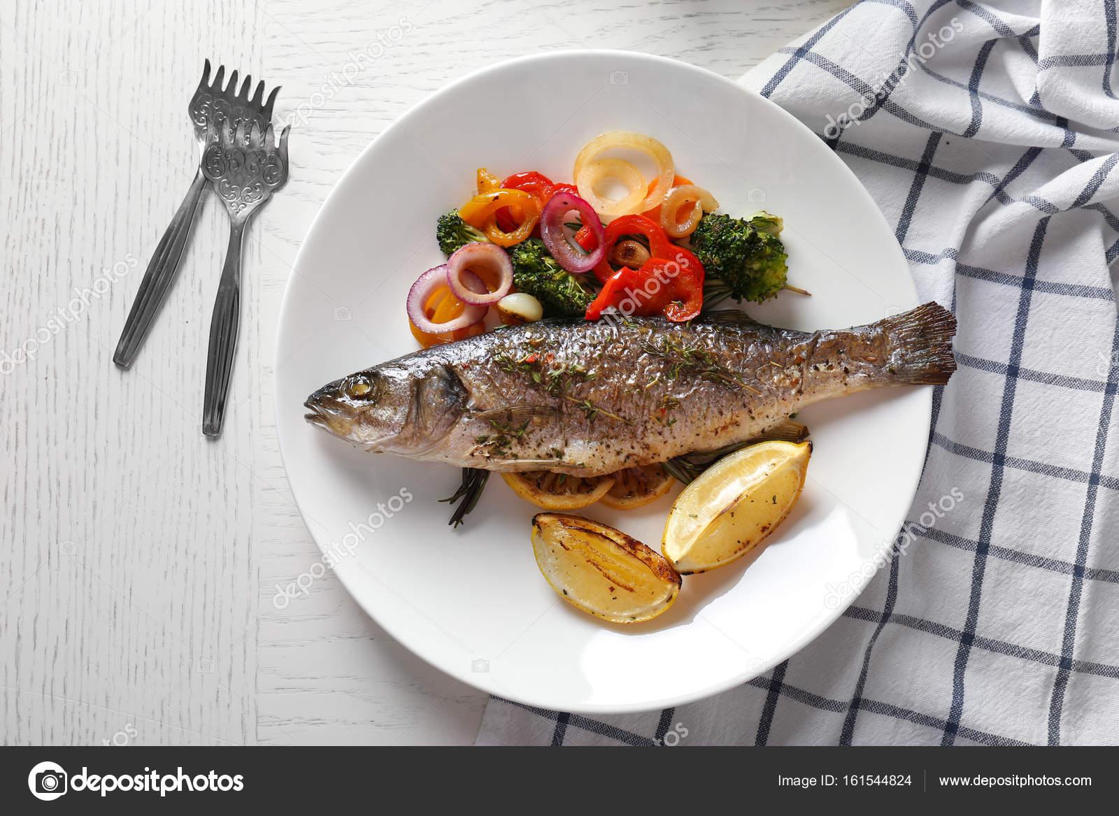 Kızarmış balık fırında pişmiş