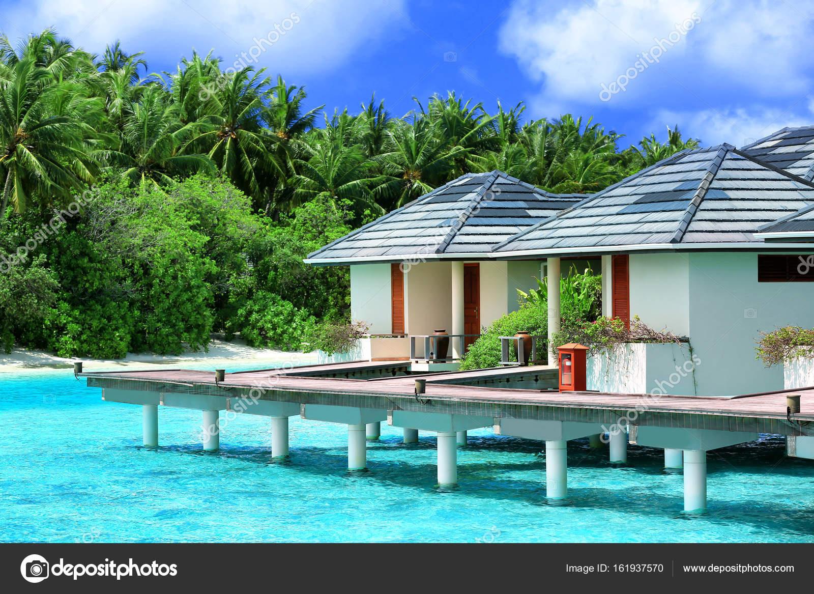 case sulla spiaggia moderna foto stock belchonock